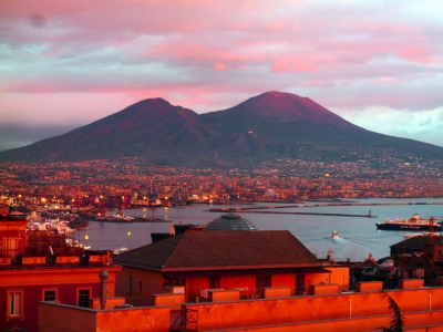 A JOURNEY TO DISCOVER NAPLES AND POMPEII